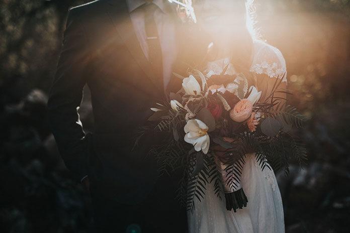 Bukiety ślubne, które idealnie pasują do zimowej scenerii