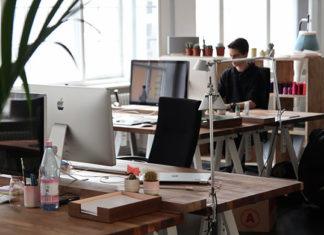 Nowoczesne dostawy materiałów i ich funkcje w firmach.